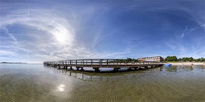 Seelustbrücke vom Wasser